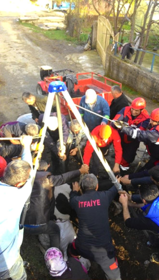 Su Kanalına Düşen İneği İtfaiye Kurtardı