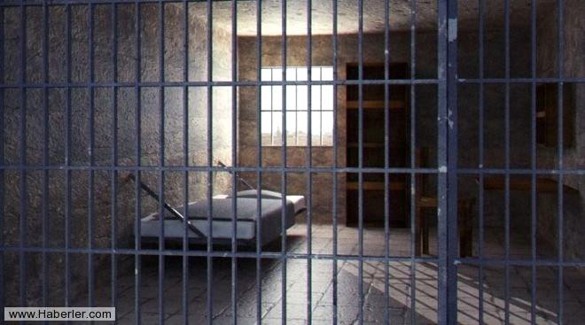 Hapishanede, Mahkumların Yaptığı Silahlar Ele Geçirildi