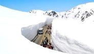 Japonya'da 15 Metre Kar Yağdı Ama Yollar Kapanmadı