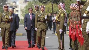 Başbakan Davutoğlu Ürdün'de Resmi Törenle Karşılandı (2)