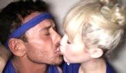 Mert Alaş'ın Miley Cyrus'la Öpüşmesi Instagram'ı Salladı