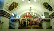 Moskova'nın Metrelerce Altındaki Saray Benzeri Metro