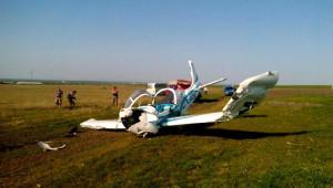 Eğitim Uçağı Tarlaya Mecburi İniş Yaptı... (Yeniden)