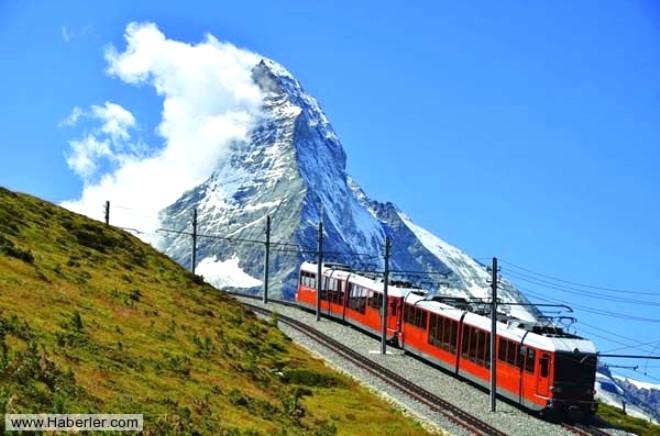 İsviçre Dağları Arasındaki Tren Yolculuğu Nefes Kesiyor
