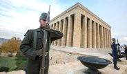 Askerler Anıtkabir Önünde Saatlerce Hareketsiz Nasıl Duruyor