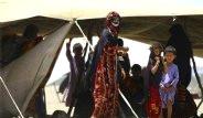 Korkunç Gelenek! Çöl Çingeneleri Küçük Çocukları Nişanlıyor
