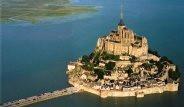 Denizin Ortasındaki Manastır Turist Akınına Uğruyor
