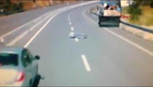 Sürücü Freni Patlayan Kamyondan Böyle Atladı