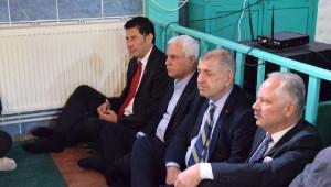 MHP'nin 4 Genel Başkan Adayları Gün Sazak'ı Mezarı Başında