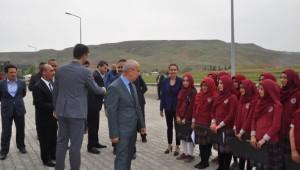 Ahmet Yesevi İmam Hatip Ortaokulu Törenle Açıldı