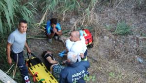 Dere Yatağına Düşen Suriyeli Baba ve Oğlu Kurtarıldı