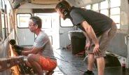 Baba-Oğul, Eski Okul Otobüsünü Yürüyen Eve Dönüştürdü
