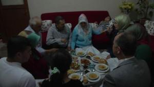 Emine Erdoğan, Sevinmiş Ailesiyle İftar Açtı