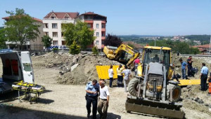 Okul İnşaatında Toprağa Gömülen İşçiyi İtfaiye Kurtardı