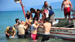 Göle Düşen Suriyeli Genç, Kalp Masajıyla Hayata Döndürüldü