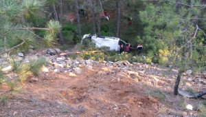 Minibüs Şarampole Yuvarlandı: 1 Ölü, 13 Yaralı