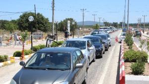 Tatil Cenneti Bozcaada'da 8 Kilometrelik Araç Kuyruğu