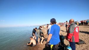 Simitle Yüzerken Göle Düşen Kızını Kurtaran Baba Kendisi Boğuldu
