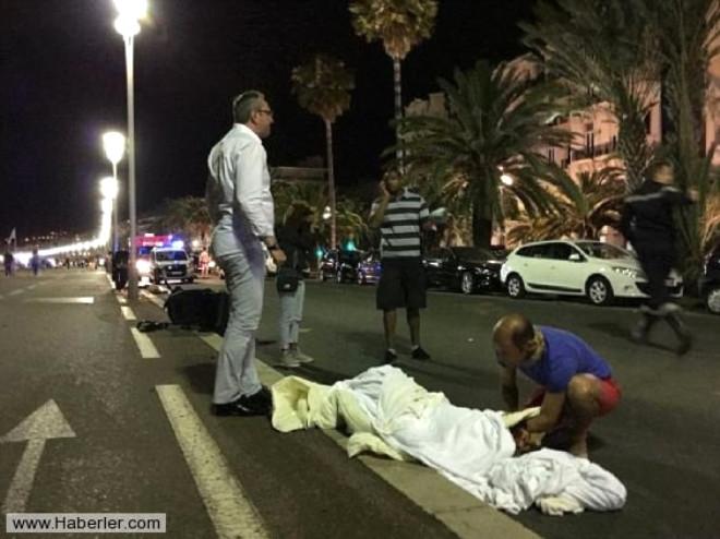 Fransa'daki Terör Saldırısından Dehşete Düşüren Kareler