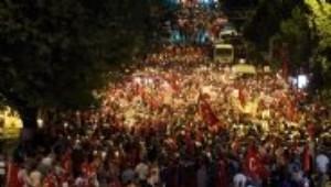 Binlerce Vatandaştan Boğaziçi Köprüsü'nde Darbe Protesto