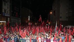 Nevşehir'deki 'Demokrasi Nöbeti'ne Sanatçı Uğur Işılak da Katıldı