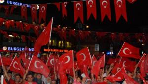 Başkan Kadir Topbaş, Sarıyerli Vatandaşlarla Demokrasi Nöbeti'ne Katıldı
