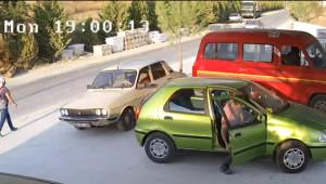 Otomobilin Tır'a Çarptığı An Güvenlik Kamerasında
