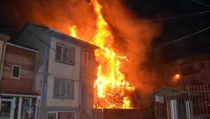Bursa'da Yangın: 3 Ev Kullanılamaz Hale Geldi