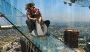 300 Metre Yükseklikte Camdan Kaydırakla Aşağı İndiler