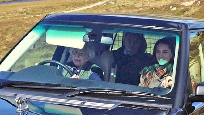 90 yaşındaki Kraliçe Direksiyonu Kimseye Bırakmadı!