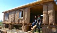 Görsel Sanat Öğretmeni Çift Saman ve Çamurdan Ev Yaptı