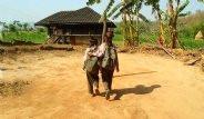 Nepal'de Kadınların Regl Dönemi Kabusa Dönüyor