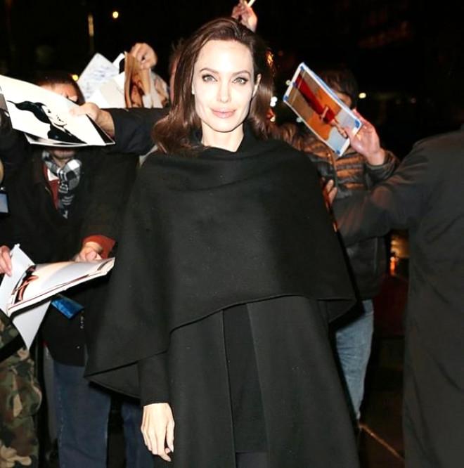 Angelina Jolie Yeni Eve Taşındı