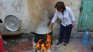 AK Parti Sason Kadın Kolları Aşure Dağıttı