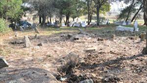 Define Aradıkları Tarihi Mezarları Tahrip Ettiler