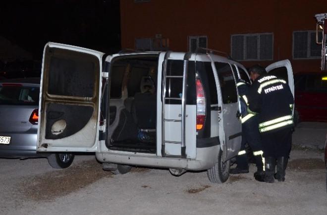 Eskişehir'de Park Halindeki Kamyonet Yandı
