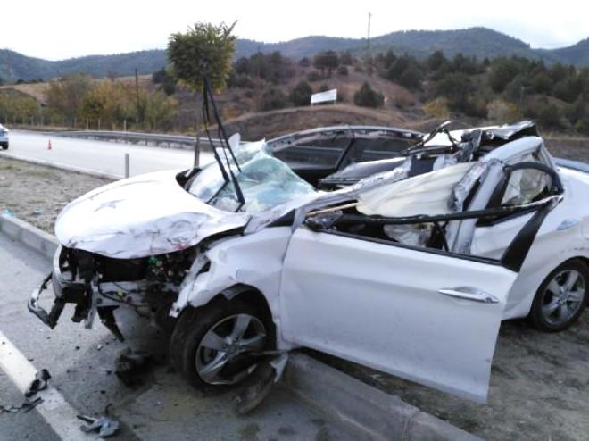 Otomobil Kamyona Arkadan Çarptı: 2 Yaralı