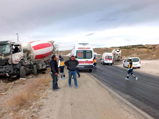 Dorsesi Kayan Tır'a Beton Mikseri ile Otomobil Çarptı: 2 Yaralı