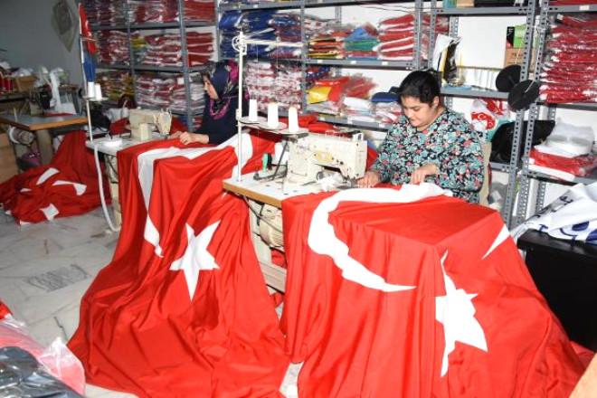 İzmir'de Ay- Yıldızlı Mesaisi