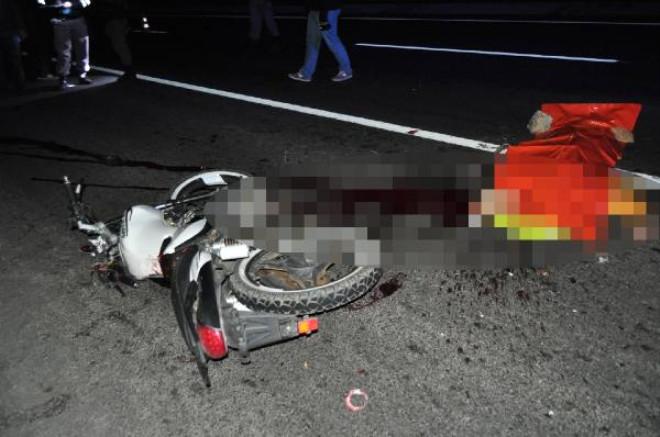 Motosikletiyle Tır'a Çarpan 16 Yaşındaki Genç Öldü