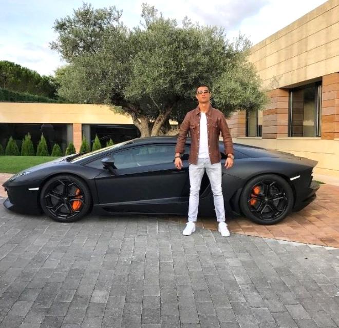 Otomobil ile Fotoğraf Paylaşan Ronaldo'lu 15 Komik Paylaşım
