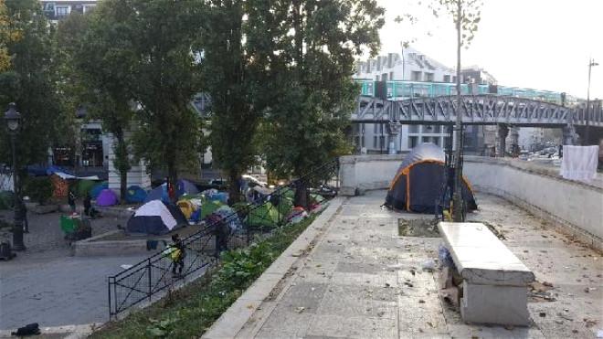 Paris'in Merkezinde Göçmen Kampı...