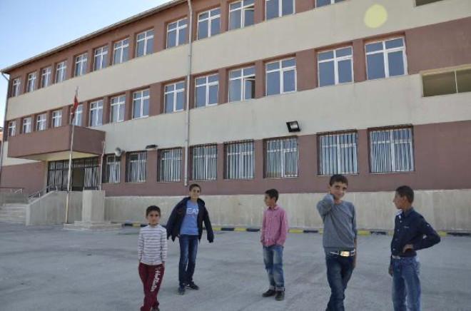 Siverek'te Veliler Çocuklarını Çatısı Sökülen Okula Göndermiyor