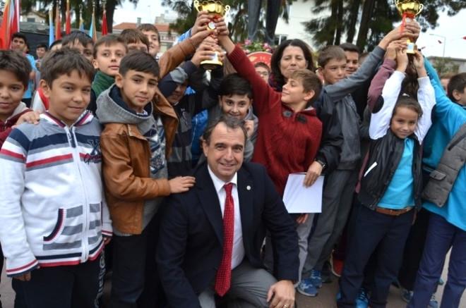 Ayvalık'ta Cumhuriyet Bayramı Kutlamaları Çelenk Sunumuyla Başladı