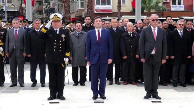 Çanakkale Garnizon Komutanı Anıta Çelenk Koydu