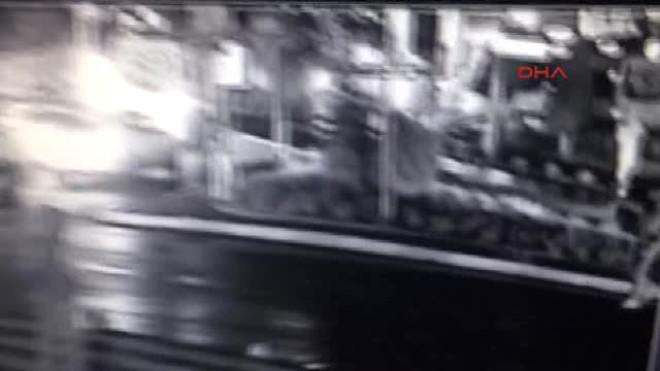 El Yapımı Patlaycıyı Caddeye Atıp Kaçtı