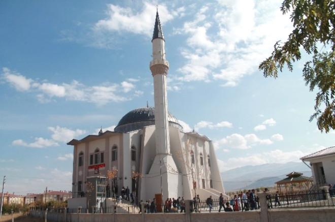 Ömer Halisdemir Camisi'nde İlk Cuma Namazı Kılındı