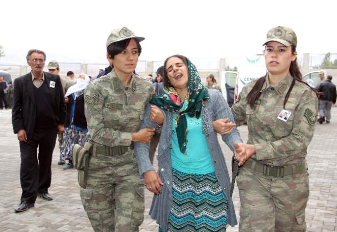 Şehit Korucu Kürtçe Ağıtlarla Uğurlandı