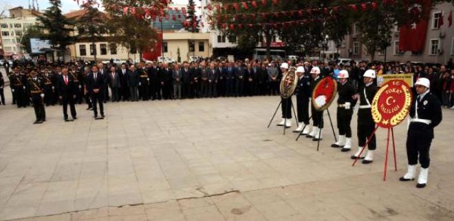 Sivas ve Tokat'ta Atatürk Anıtı'na Çelenk Sunuldu