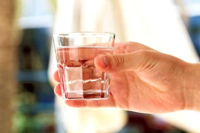 Yeterince Su İçmediğinizin 8 Belirtisi ve Zararları
